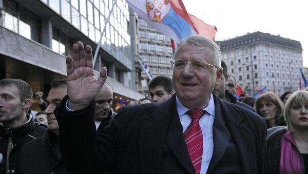Воислав Шешель на антиправительственном митинге в Белграде 24 марта 2016 года - Sputnik Беларусь