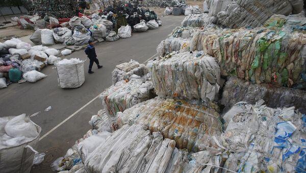 Работа предприятия по переработке бытовых отходов - Sputnik Беларусь