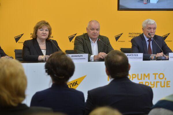 Падчас прэс-канферэнцыі пасля адкрыцця мультымідыйнага прэс-цэнтра Sputnik Беларусь - Sputnik Беларусь