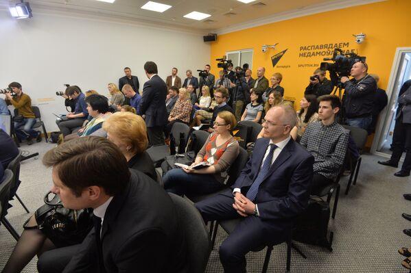 На адкрыцці прэс-цэнтра прысутнічалі беларускія журналісты, прэс-сакратары ведамстваў - Sputnik Беларусь