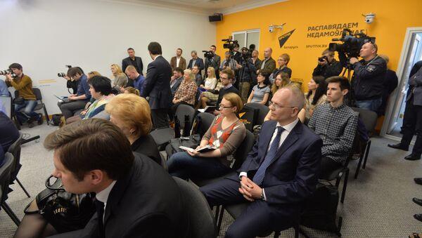 Наа адкрыцці прэс-цэнтра прысутнічалі беларускія журналісты, прэс-сакратары ведамстваў - Sputnik Беларусь