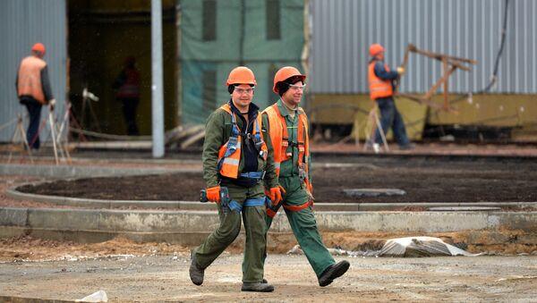 Рабочие на ядерном могильнике - Sputnik Беларусь
