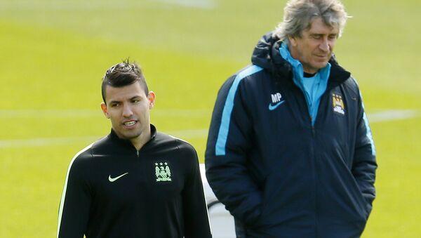 Нападающий Манчестер Сити Серхио Агуэро (слева) и главынй тренер команды Мануэль Пеллегрини - Sputnik Беларусь