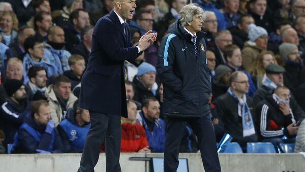 Главный тренер Реала Зинедин Зидан (слева) и главный тренер Манчестер Сити Мануэль Пеллегрини - Sputnik Беларусь