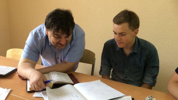 Педагог Евгений Ливянт с учеником - Sputnik Беларусь