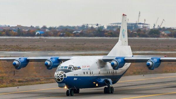 Самолет авиакомпании SilkWay - Sputnik Беларусь