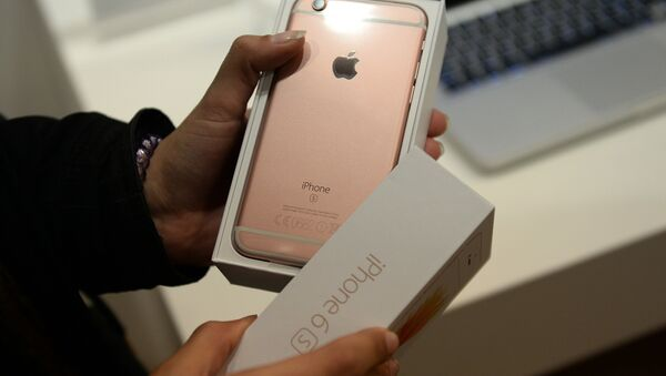 Старт продажу новых iPhone 6s і iPhone 6s Plus - Sputnik Беларусь