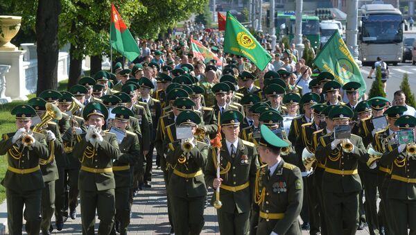 Торжественное шествие пограничников в городе Минске - Sputnik Беларусь