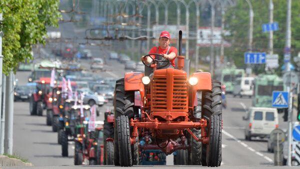 Парад тракторов в Минске - Sputnik Беларусь