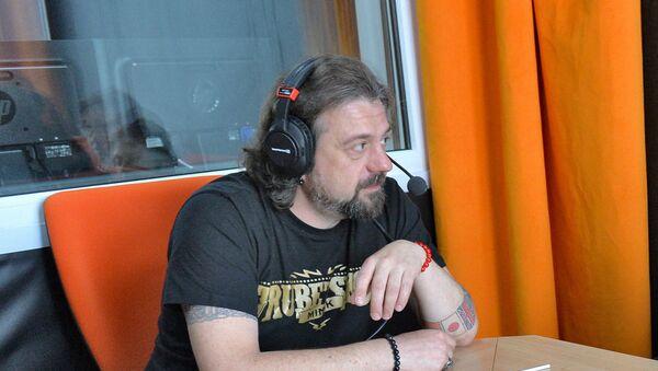 Музыка і радыёвядучы Аляксандр Крывашэеў у студыі радыё Sputnik - Sputnik Беларусь