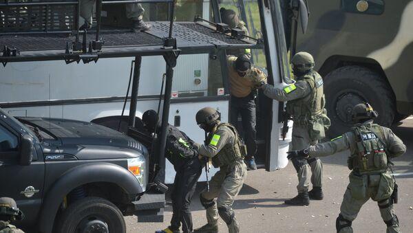 В ходе учений также был отработан штурм автобуса захваченного террористами - Sputnik Беларусь