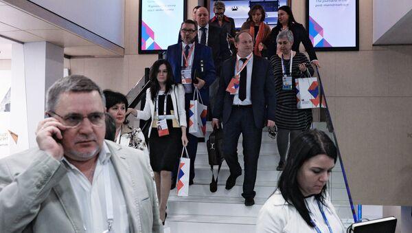Участники на форуме Новая эпоха журналистики: прощание с мейнстримом - Sputnik Беларусь