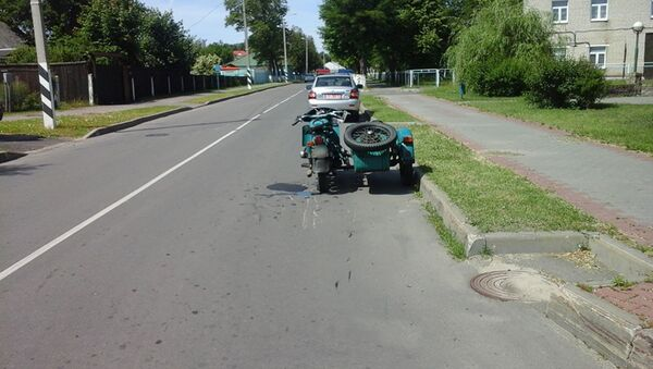 Мотоцикл на месте ДТП в Белозерске - Sputnik Беларусь