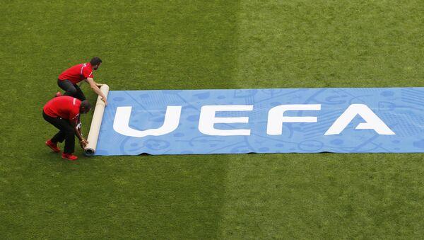 Растяжка УЕФА на футбольном поле - Sputnik Беларусь