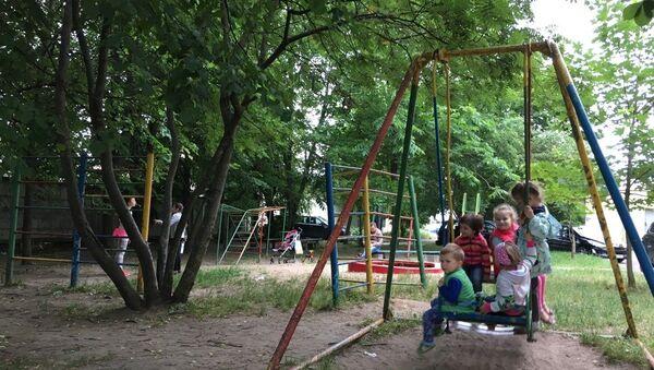 Детская площадка в минском дворе - Sputnik Беларусь