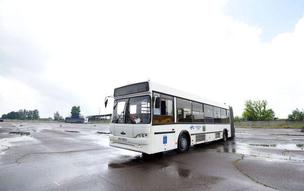 По городским улицам автобус курсирует не в столь экстремальном режиме - Sputnik Беларусь