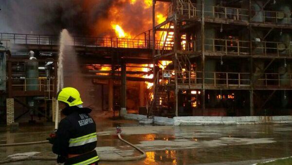 Ликвидация пожара на предприятии Полимир в Новополоцке - Sputnik Беларусь