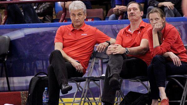 Тренерский штаб женской сборной Беларуси по баскетболу во главе с Анатолием Буяльским (справа) - Sputnik Беларусь