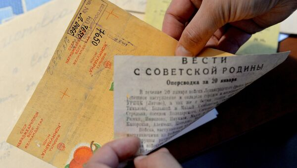 Сводка Совинформбюро на обертке от конфет Коммунарки - Sputnik Беларусь