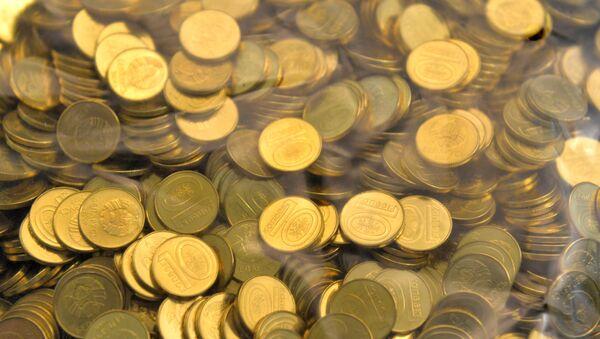 Белорусские монеты номиналом 10 копеек - Sputnik Беларусь