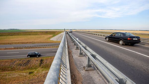 Автомагистраль полностью соответствует международным стандартам как по качеству дорожного покрытия, так и безопасности движения - Sputnik Беларусь