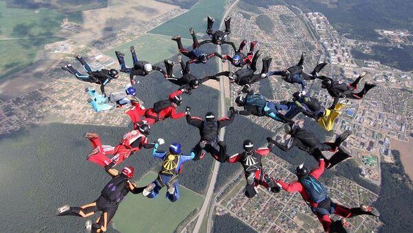 Прыжок с парашутамі, архіўнае фота - Sputnik Беларусь