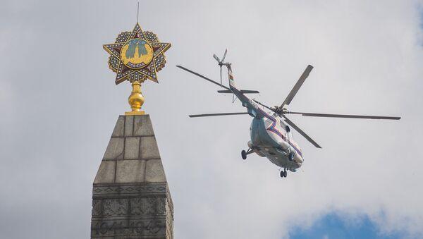 Вертолет МЧС в небе над Минском - Sputnik Беларусь