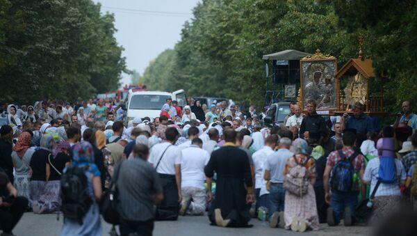 Участники Всеукраинского крестного хода мира, любви и молитвы за Украину - Sputnik Беларусь
