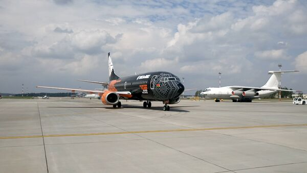 Самолет от Belavia и World of Tanks прибыл в родной порт! - Sputnik Беларусь