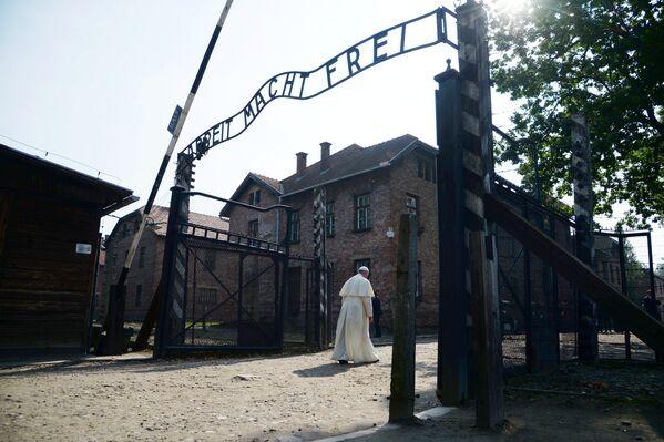 Папа Рымскі Францыск наведаў былы канцлагер - Sputnik Беларусь