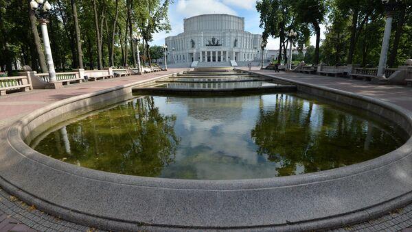 Фонтан у Национального большого театра оперы и балета - Sputnik Беларусь