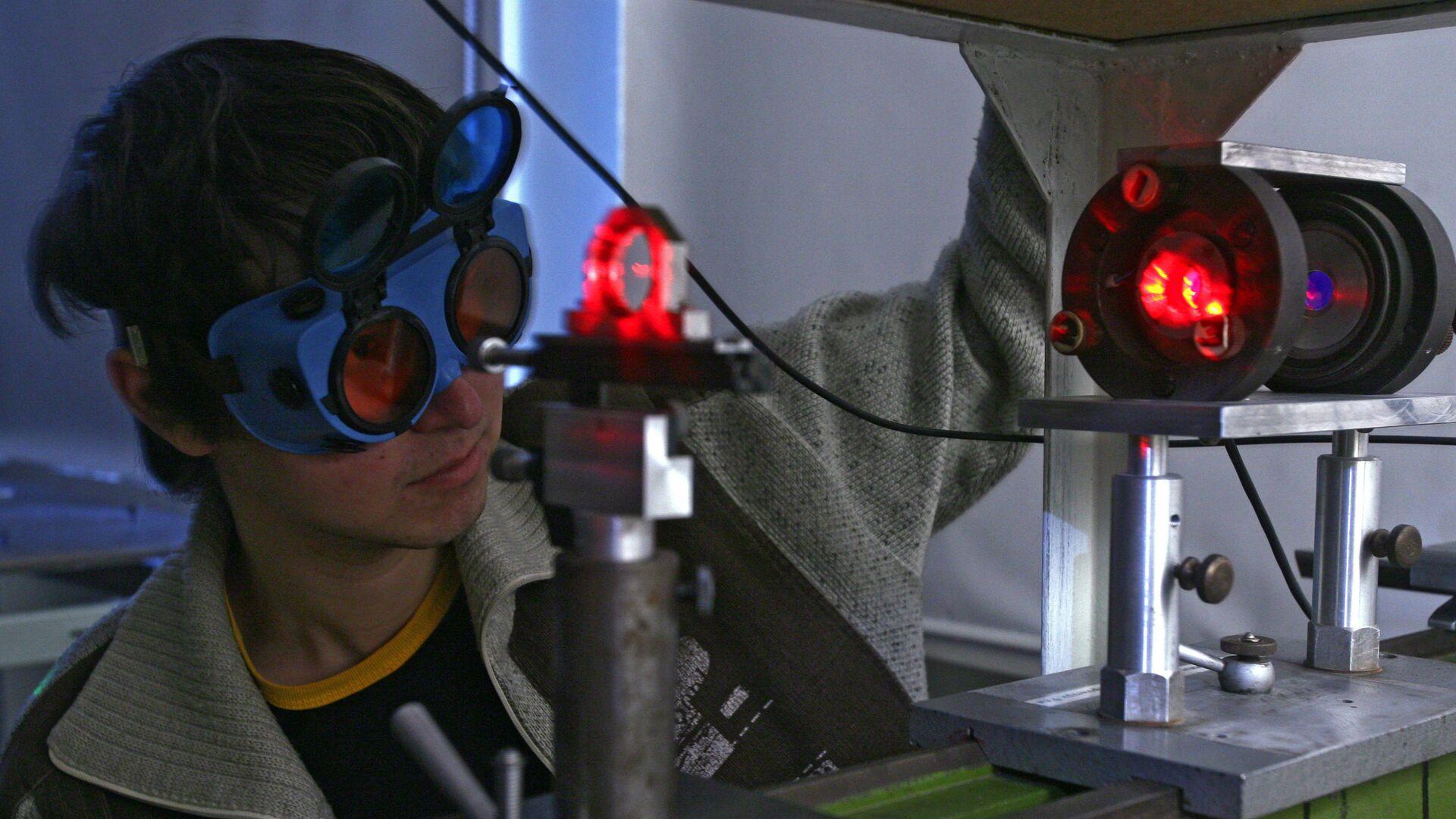 Ученый в лаборатории - Sputnik Беларусь, 1920, 28.07.2021