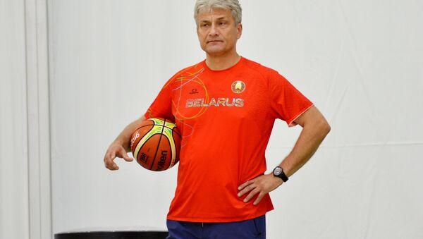 Главный тренер женской сборной Беларуси по баскетболу Анатолий Буяльский - Sputnik Беларусь