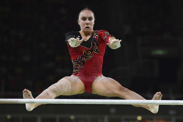Гимнастка из Германии Табеа Алт в отборочном туре - Sputnik Беларусь