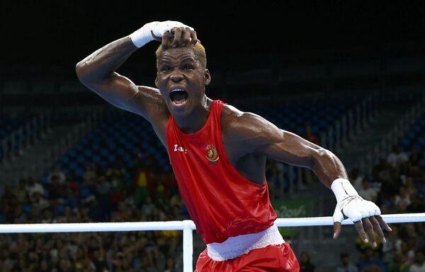 Боксер Вилфред Нгсенгуе из Камеруна после победы в бое отборочного тура - Sputnik Беларусь