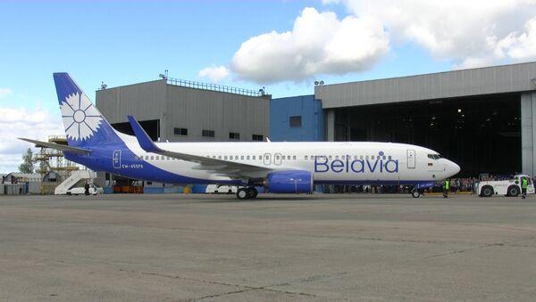 Авиакомпания «Белавиа» представила первый Boeing 737-800 с завода-изготовителя в новой ливрее. - Sputnik Беларусь