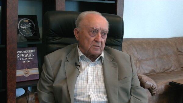 Вячеслав Кебич во время интервью Sputnik - Sputnik Беларусь