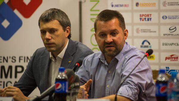 Председатель ФХРБ Игорь Рачковский (справа) - Sputnik Беларусь