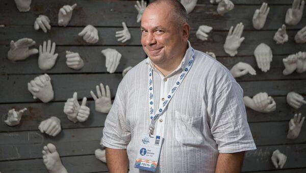 Болельщик с 40-летним стажем Олег Дмитриев - Sputnik Беларусь