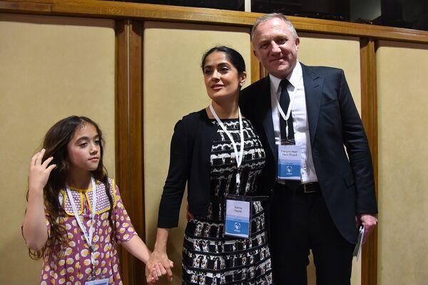У них есть дочь Валентина. На фото семья на конгрессе благотворительного Папского Фонда Scholas 29 мая 2016 в Ватикане. - Sputnik Беларусь