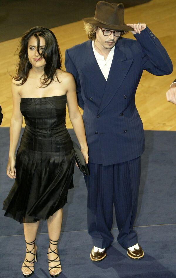 Вместе с актером Джонни Деппом она сыграла в еще одном фильме Родригеса - Однажды в Мексике. На премьере в Венеции 28 августа 2003 года. - Sputnik Беларусь