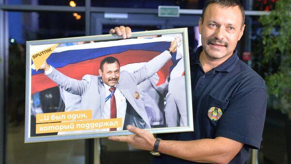 Андрей Фомочкин в аэропорту - Sputnik Беларусь