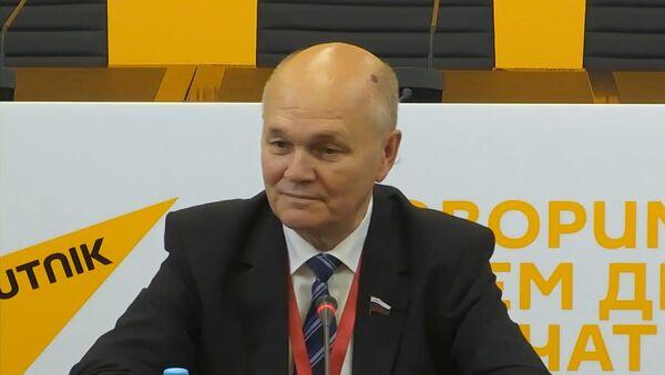 Российский сенатор: на выборах в Беларуси царит семейная атмосфера - Sputnik Беларусь