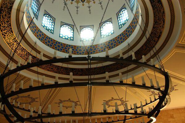Светильники и внутреннее убранство купола мечети - Sputnik Беларусь