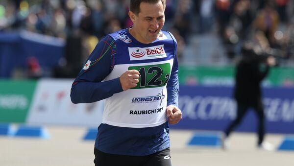 На память о мероприятии у Максима Рыженкова останется медаль участника забега среди представителей СМИ - Sputnik Беларусь