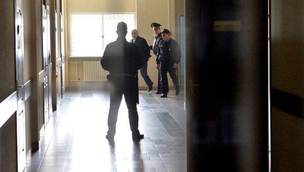 Суд Октябрьского района Минска приступил к рассмотрению уголовного дела в отношении 55-летнего Александра Радкевича, который отрезал голову щенку, принадлежавшему его сыну  - Sputnik Беларусь