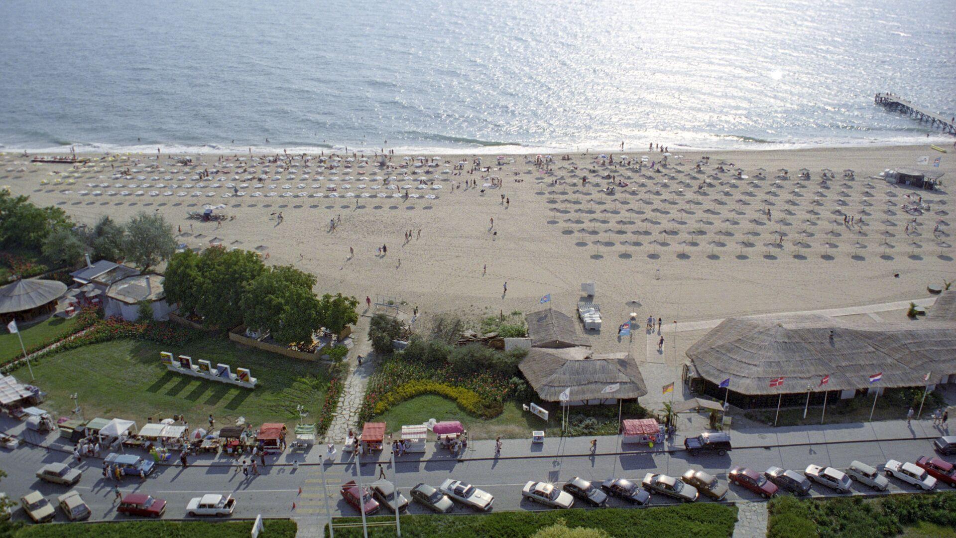 На пляжы курорта Залатыя пяскі - Sputnik Беларусь, 1920, 01.07.2021