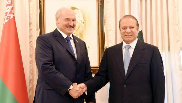 Президент Беларуси Александр Лукашенко и премьер-министр Пакистана Наваз Шариф, архивное фото - Sputnik Беларусь