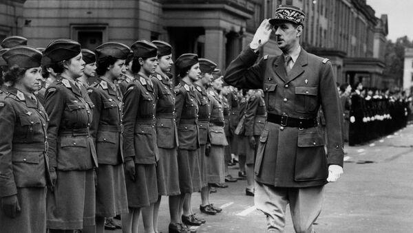 Шарль дэ Голь падчас парада ў Лондане ў 1942 годзе - Sputnik Беларусь