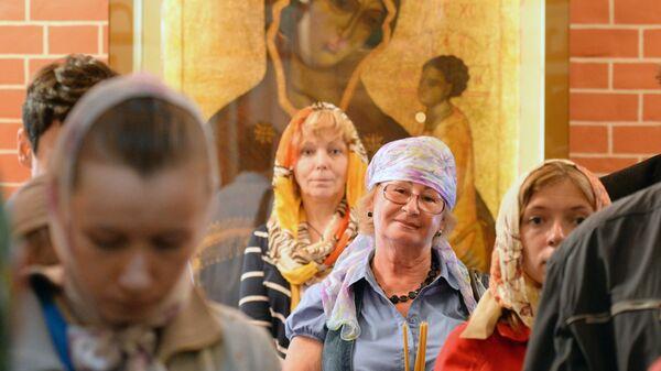 Верующие во время божественной литургии - Sputnik Беларусь